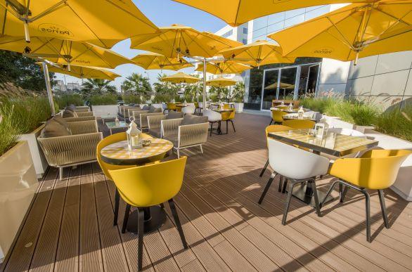 parasol-bras-fixation-jaune-terrasse-lyon-rhône-vienne-69-oullins-mornant-givors-brignais