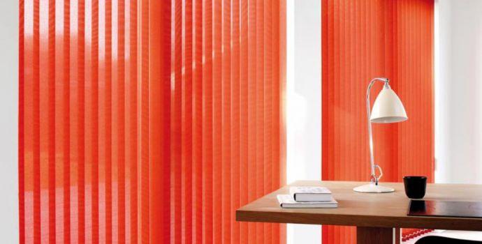 store-bandes-verticales-lamelles-baies-vitrees-mariton