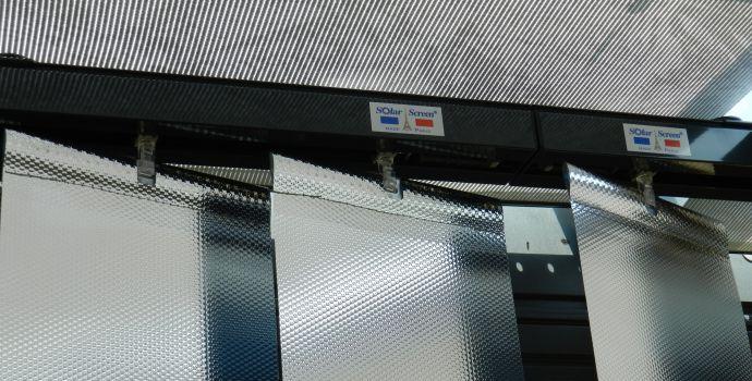 store-interieur-bande-verticale-solar-screen-film-solaire-rhone