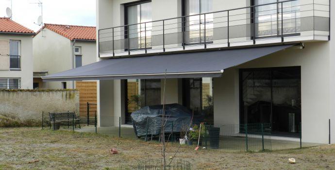 store-banne-monobloc-terrasse-toile-moteur-vourles